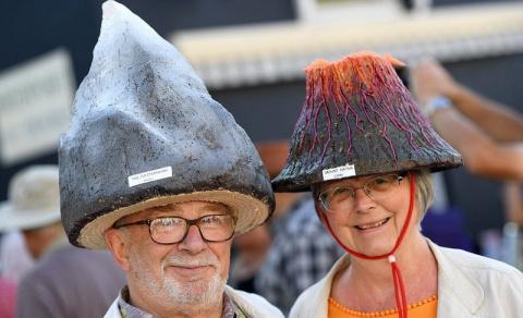 Парад «безумных шляпников»: фестиваль шляп в Бридпорте