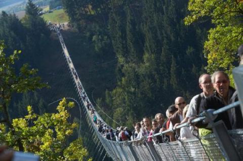 Выбор туристов: самый длинный подвесной мост в Германии