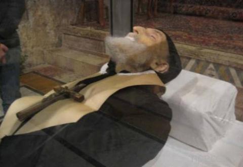 Загадка нетленного монаха Шарбеля