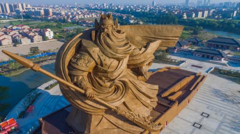 Статуя Гуань Юя. Как вам это сомнительное произведение искусства?