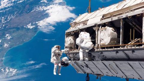 Вернувшийся из космоса плоск…