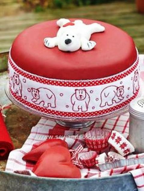 Интересная идея —  вышитая крестом лента для торта