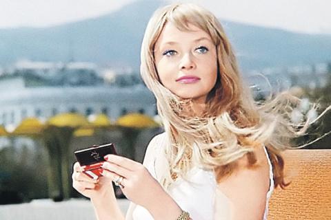 Косметика в СССР: чего всегда не хватало в косметичке советской женщины?