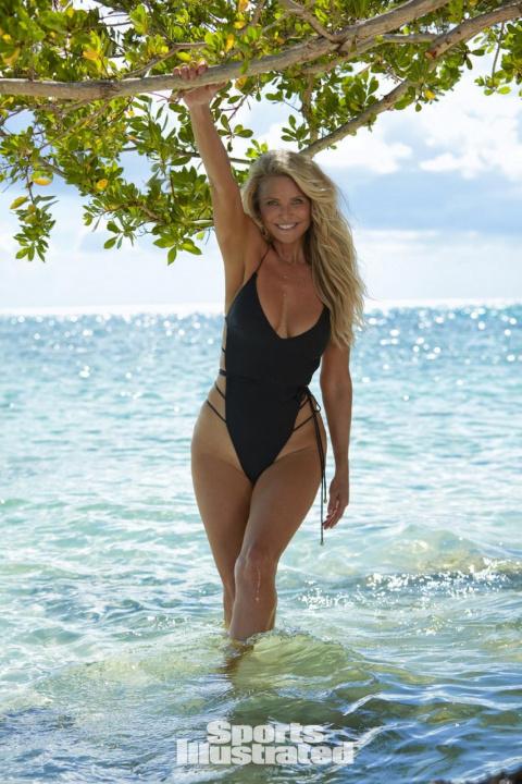 Старость ее не берет! 63-летняя Кристи Бринкли в купальниках