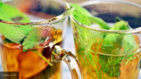 Медики заявили, что горячий чай защищает человека от потери зрения