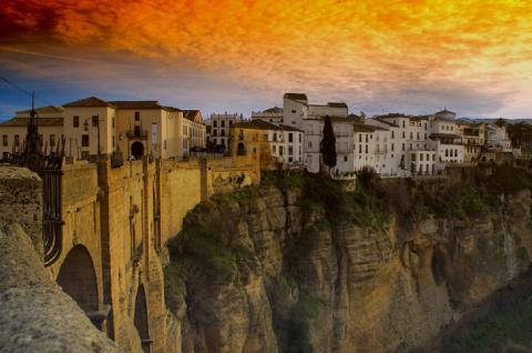 Удивительный город на скалах