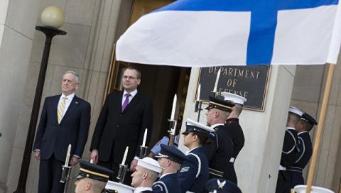 """Министры обороны Финляндии и США обсудили """"российскую агрессию"""""""
