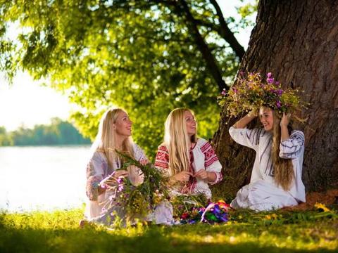 Лучшие заговоры и гадания на Троицу! Как празднуют Троицу - традиции, обряды, приметы