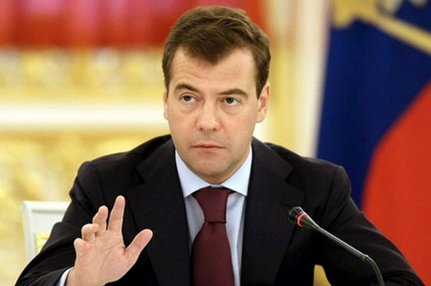 Медведев: правительство не п…