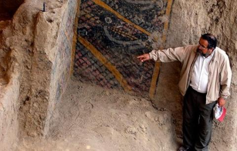 Огонь разрушает 2 000-летнюю…