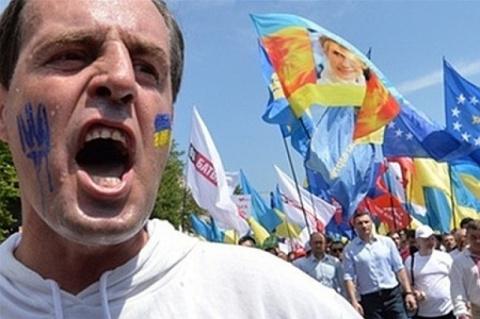 Вчера наблюдал следующее, трое украинских парней приехали вымогать деньги у украинских же строителей...
