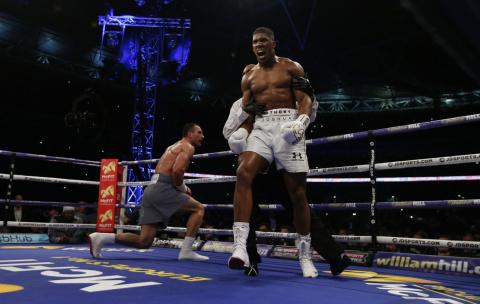 Энтони Джошуа нокаутировал Владимира Кличко в 11-м раунде чемпионского боя