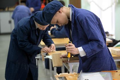 Вернуть в школы уроки трудового воспитания?