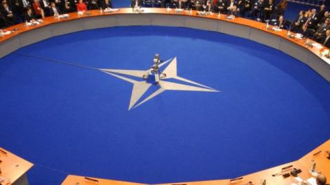 Le Temps:  НАТО угрожает наш…