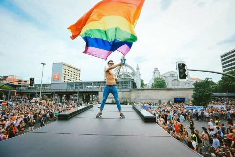 """Германия """"скорбит"""" на гей-параде."""