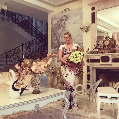 Обнищавшая Анастасия Волочкова вынуждена экономить на образовании единственной дочери