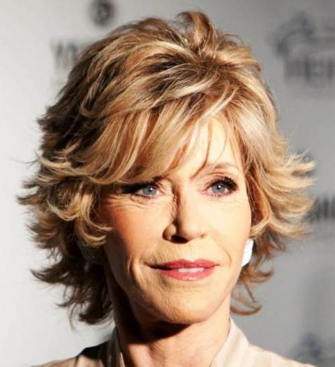 Почему короткая стрижка - одна из лучших причесок для женщин возраста  50+