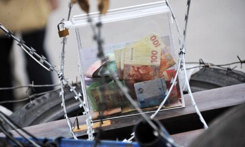 Долги, деньги и война. Запад больше не будет спасать Украину от дефолта