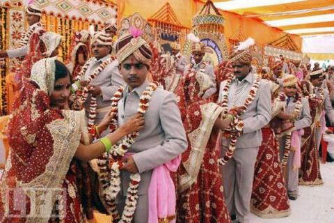 Самые массовые свадьбы (10 фото)