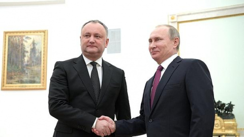 Путин подарил Додону карту Молдавии, границы которой распространяются наУкраину иРумынию (ФОТО, ВИДЕО)