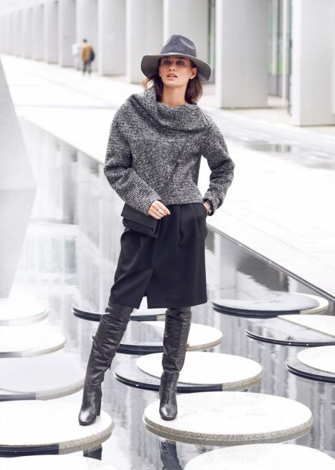 С чем носить серый свитер: 5 осенних образов