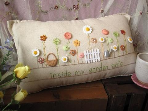 Интерьерные подушки с вышивк…