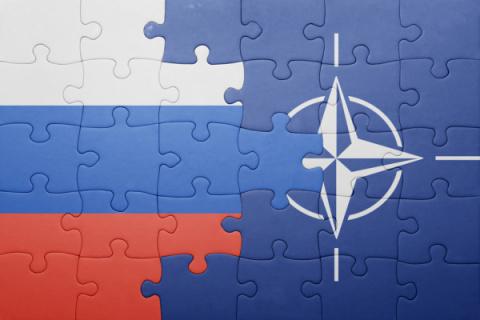 НАТО: Запад проигрывает инфо…