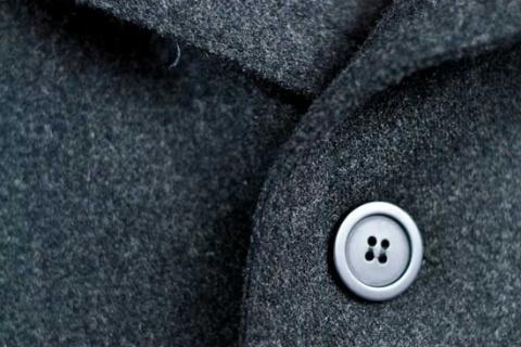 ПАМЯТКА. Как почистить воротник пальто из различных типов ткани