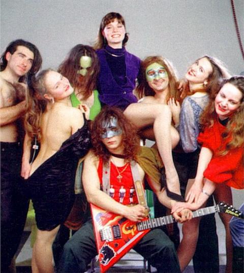 Корона Российской Империи.Эпатажная рок-группа из 90-ых.