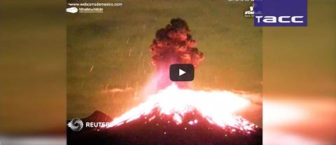 """Извержение """"Огненного Вулкан…"""