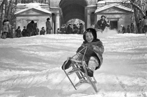 Зимние катания на санках в С…