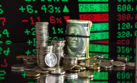 Курсы доллара и евро достигл…