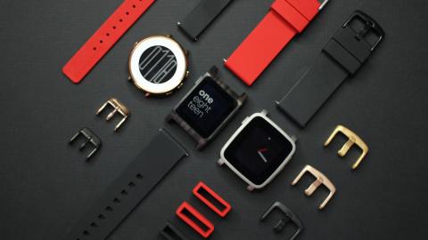 Fitbit выкупает Pebble и зак…