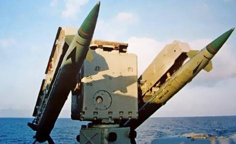 Корабельный зенитный ракетны…