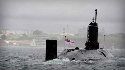 Командира британской атомной…