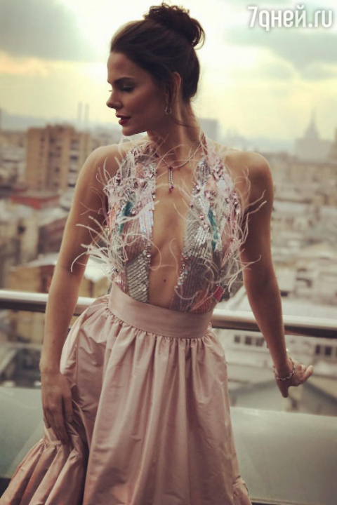 Откровенное платье Елизаветы…