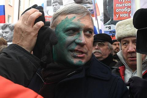 Касьянова облили зелёнкой на марше памяти Немцова в Москве