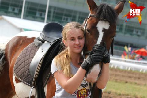 19-летняя уфимка отдает всю зарплату, чтобы прокормить лучшего друга – коня Амиго