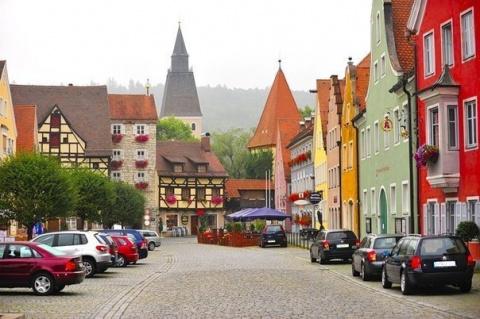 Очаровательный сказочный городок Берхинг в Баварии, Германия