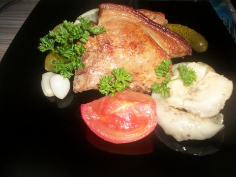 Свинина с чесноком в коньяке