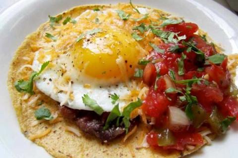 А ЧТО НА ЗАВТРАК? Яйца по-мексикански с томатным соусом