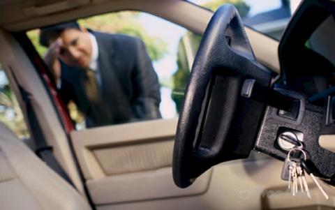 Забыли ключи в машине, а две…