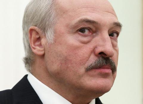 Лукашенко сбежал в Россию на…