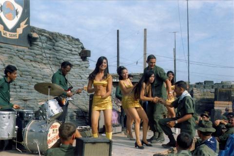 Почему американские солдаты подрывали гранатами своих офицеров во Вьетнаме.