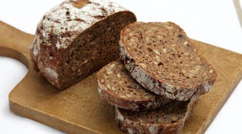 Ученые выяснили, какой хлеб полезнее — белый или черный