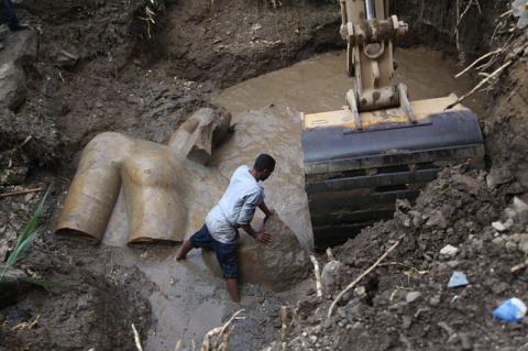 Египетская сенсация: гигантская статуя фараона Рамзеса II, найденная в трущобах Каира