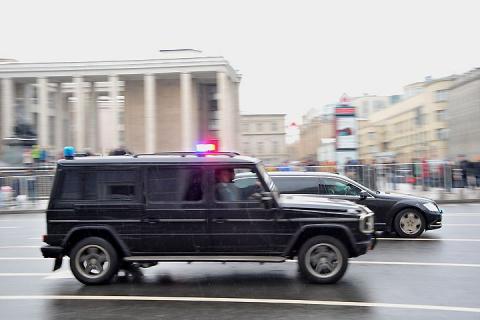 Мигалки по-новому: Федеральная служба охраны просится в Правила дорожного движения