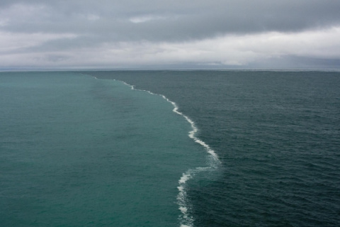 Поразительные места на Земле, где видна граница между водными массами