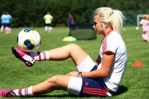 Красивые девушки футболистки…