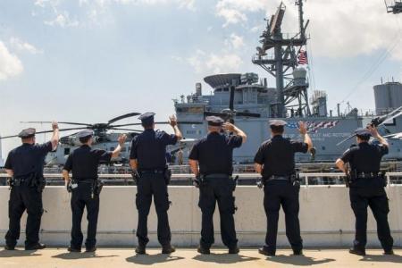 ВМС США подбираются к Крыму на пушечный выстрел